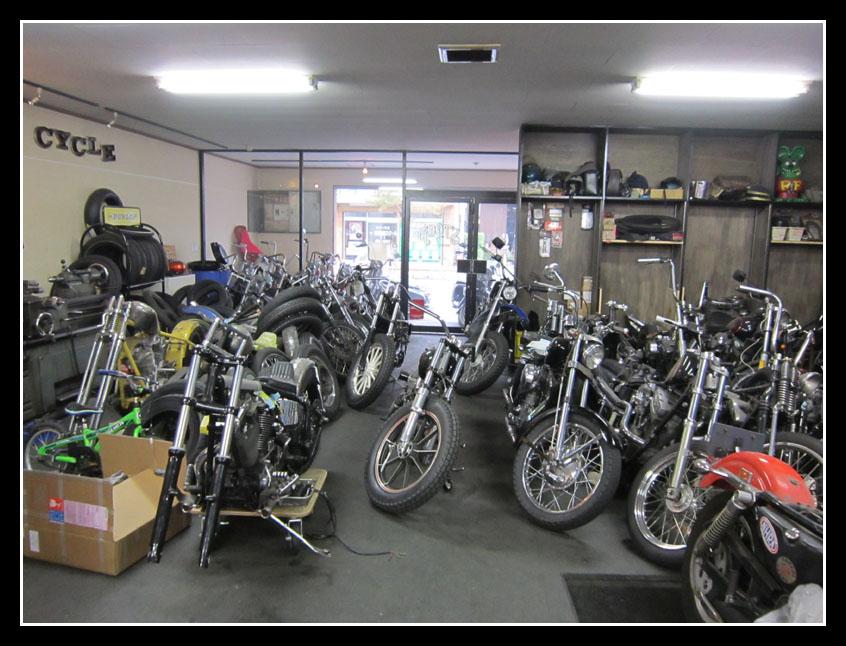 tokyo ride un petit tour dans les kustom garages de tokyo forum moto. Black Bedroom Furniture Sets. Home Design Ideas